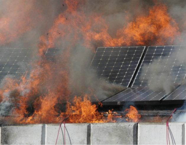 Pannelli fotovoltaici cause di incendio e rischi in fase for Pannelli solari immagini